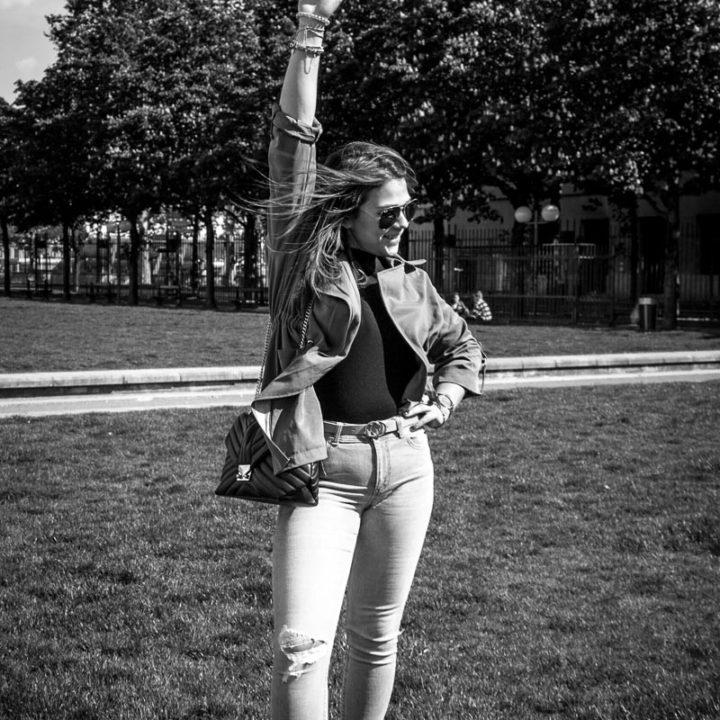 Elsa shooting ... improvisé [Lyon, place Bellecour, mai 2019]